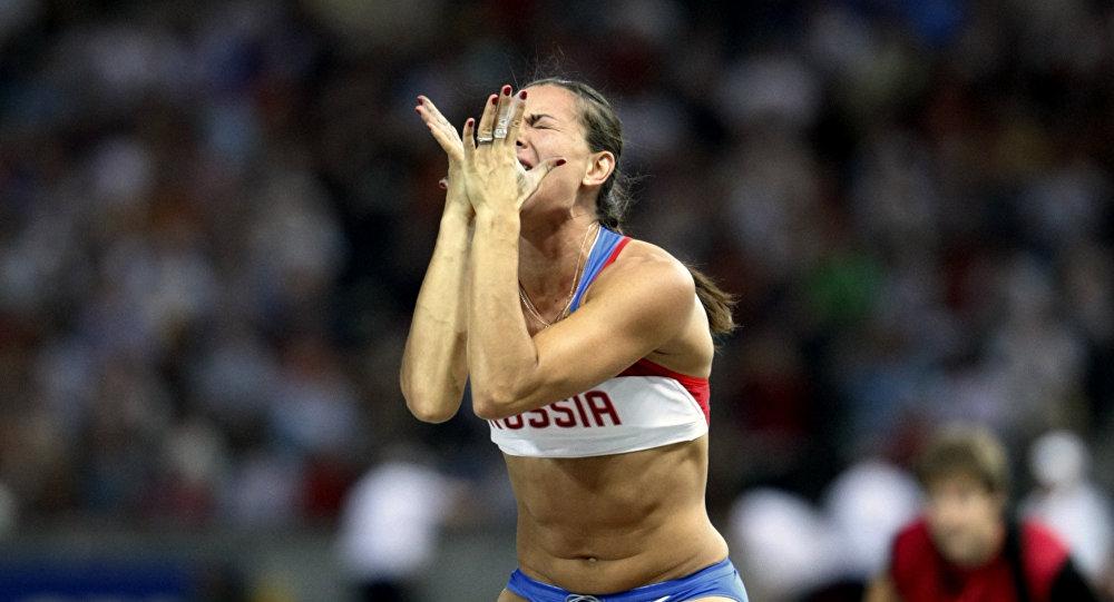 Yelena Isinbayeva, uma das atletas mais populares da Rússia, ainda sonha em participar dos Jogos Olímpicos no Rio