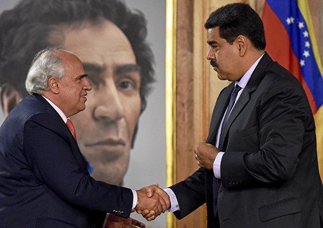 Ernesto Samper com Nicolás Maduro no Palácio de Miraflores, sede do governo venezuelano