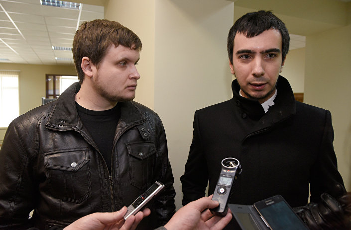 Os autores do trote por telefone, Leksus (Aleksei Kuznetsov, à esquerda) e Vovan (Vladimir Kuznetsov, à direita)