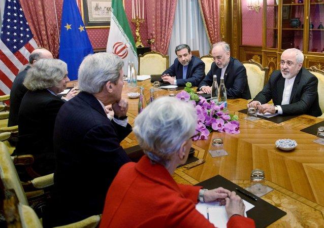 Autoridades iranianas e norte-americanas se reuniram hoje na Suíça para conversar sobre as negociações dos próximos dias