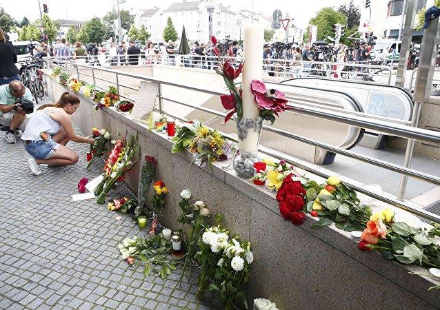 Alemães prestam homenagem às vítimas do ataque da última sexta-feira, no shopping Olympia, em Munique