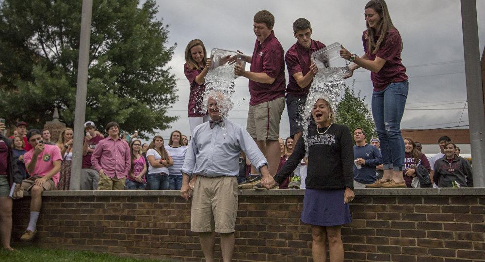 Ice Bucket Challenge no Roanoke College, Virgínia, EUA. Agosto, 24, 2014.