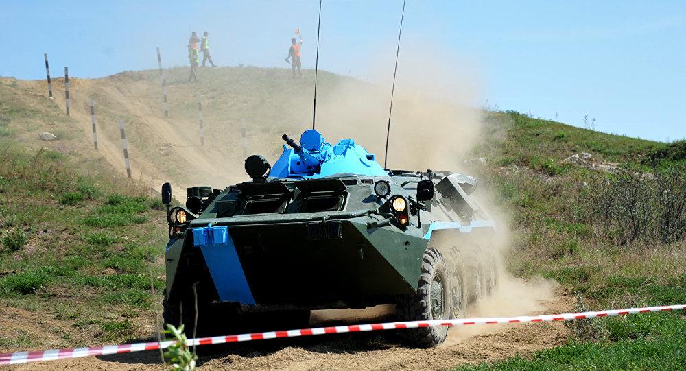 Blindado russo BTR-80 no concurso internacional Ambiente Seguro 2016