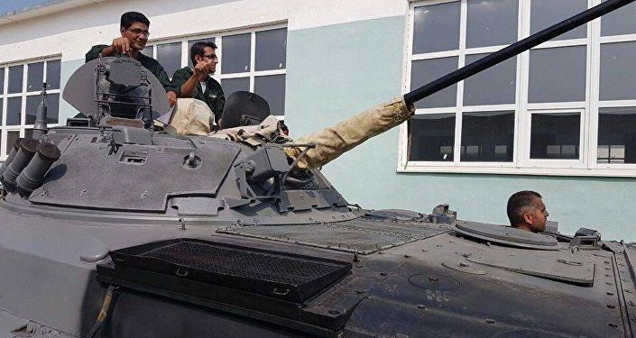 Militares iranianos se preparam para os Jogos do Exército na Rússia ensaiando um tanque
