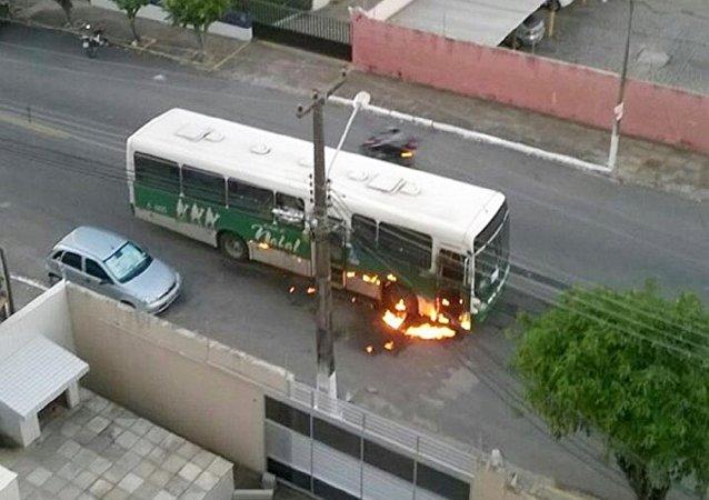 Ônibus incendiado na Zona Leste de Natal (29 de julho de 2016)