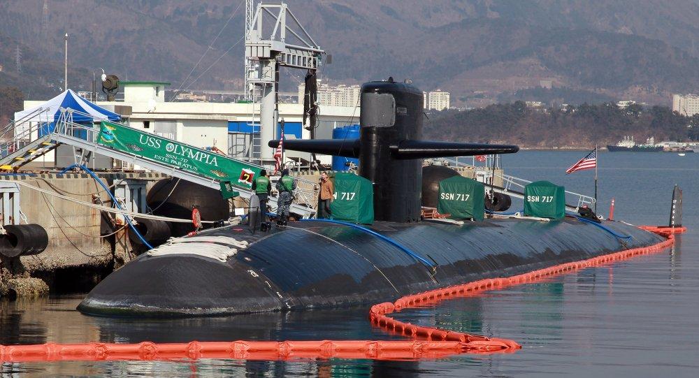 Esta foto tirada em 2 de fevereiro de 2015 mostra submarino norte-americano USS Olympia (SSN-717) na base naval sul-coreana em Changwon