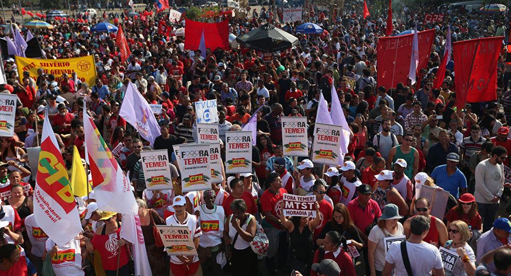 Manifestação em favor da democracia em SP