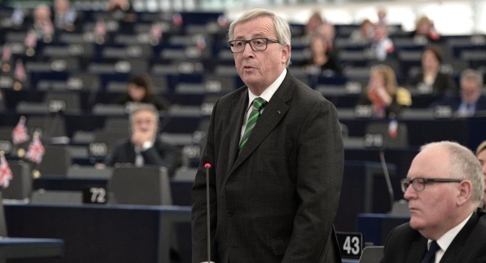 Presidente da Comissão Europeia Jean-Claude Juncker fala no Parlamento Europeu em Estrasburgo, França, novembro de 2015