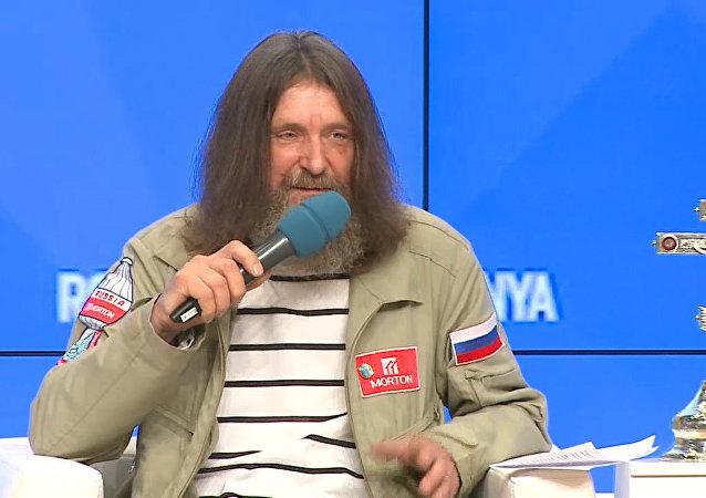 Viajante russo fala sobre detalhes do seu voo em balão ao redor do globo