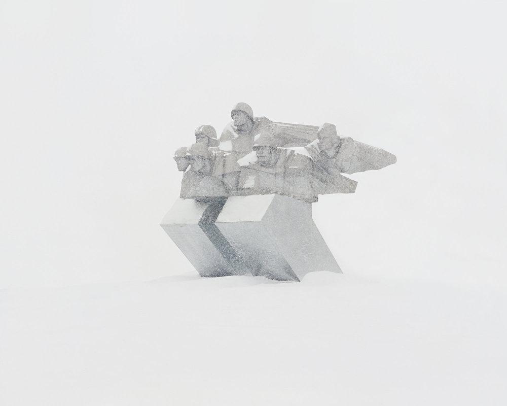 Memorial em uma estação nuclear deserta
