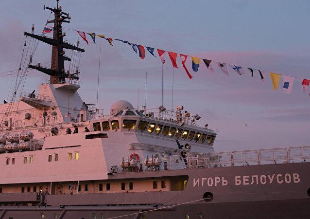 Navio de resgate russo Igor Belousov