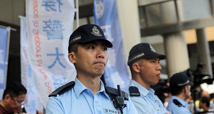 Polícia chinesa patrulhando cidade