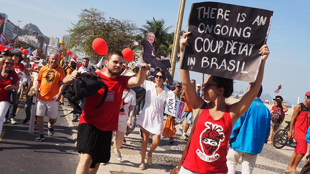 Manifestantes denunciam golpe em curso no Brasil
