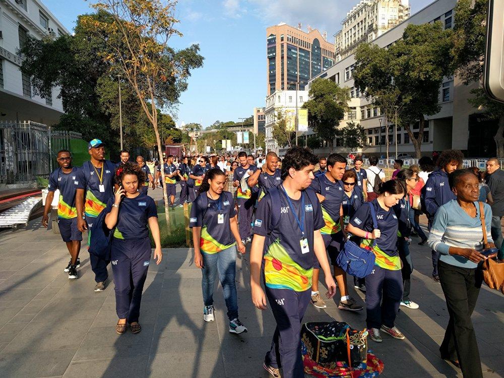 Funcionários da Prefeitura do Rio chegam ao Porto Maravilha