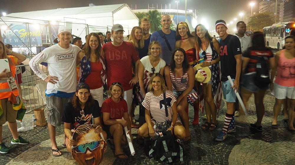 Torcedores dos EUA na praia de Copacabana