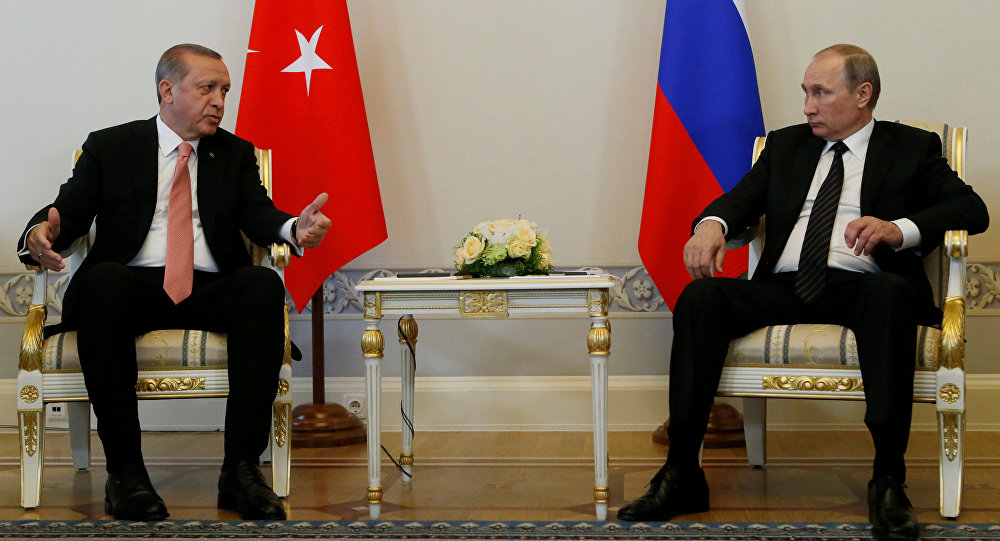Presidente russo Vladimir Putin e presidente turco Recep Tayyip Erdogan reunem-se em São Petersburgo, Rússia, 9 de agosto de 2016