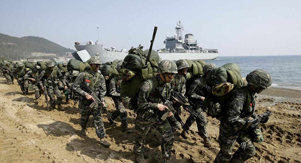 Exercícios Foal Eagle com militares de EUA e Coreia do Sul (arquivo)