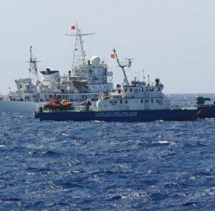 Navios das guardas costeiras de China e Vietnã em águas disputadas do mar do Sul da China (arquivo)