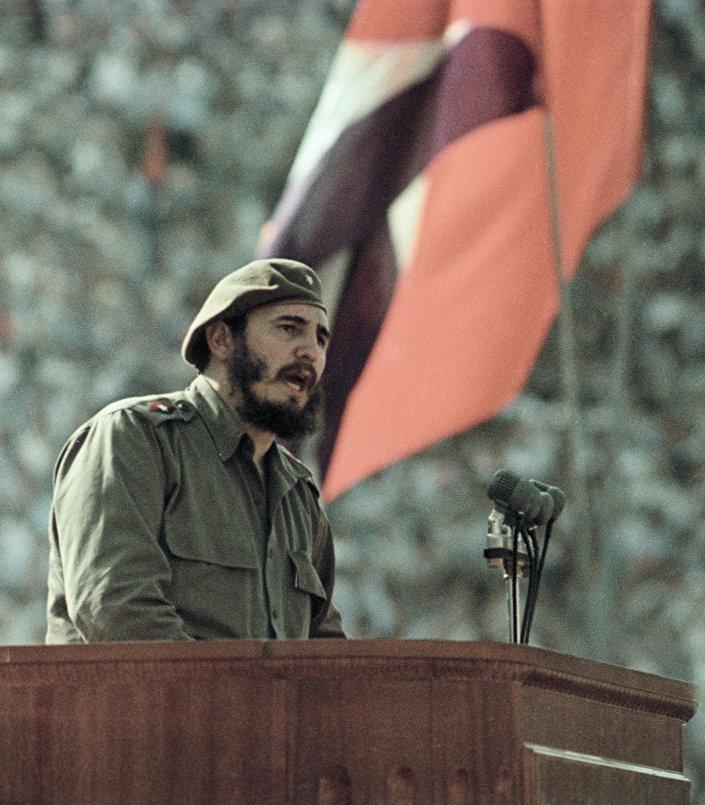 Fidel Castro durante um comício de amizade entre os povos soviético e cubano