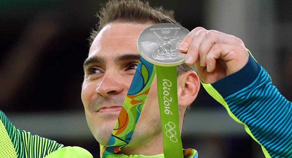 Arthur Zanetti ganha a prata para o Brasil nas argolas