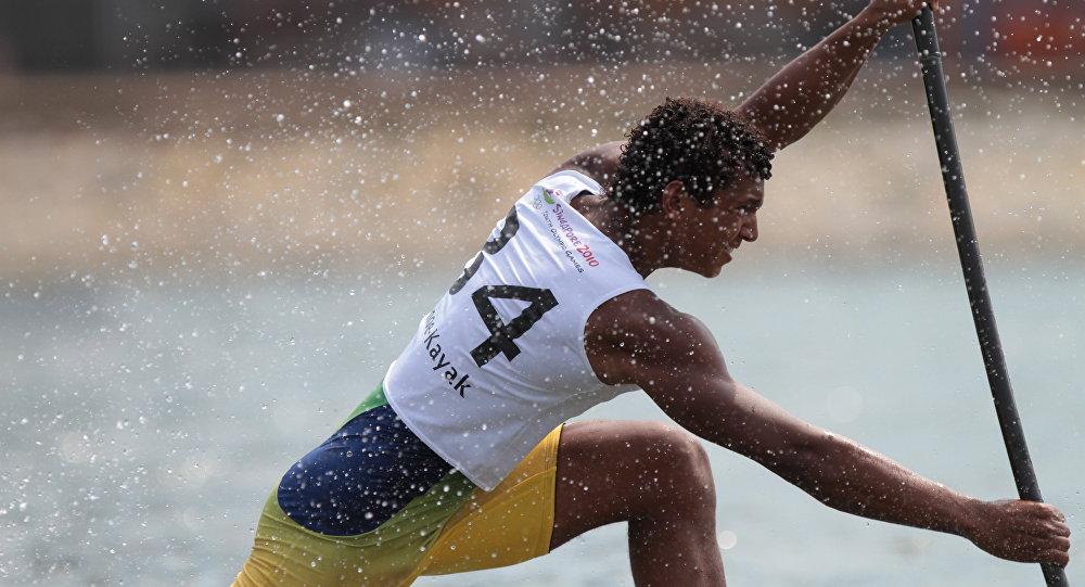 Isaquias Queiroz conquista a medalha de prata na canoagem de velocidade