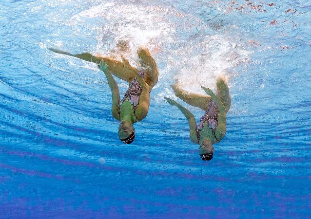 Svetlana Romashina e Natalia Ishchenko, meninas de ouro da Rússia no nado sincronizado
