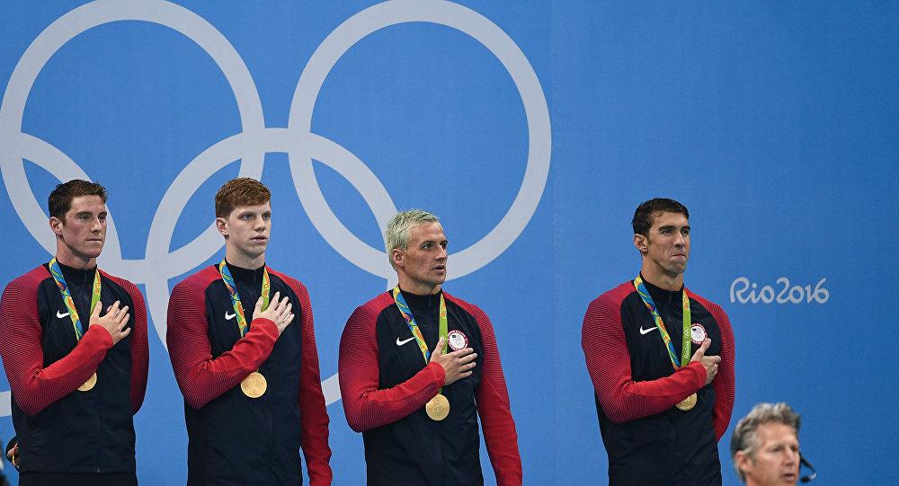Da esquerda para a direita: Conor Dwyer, Townly Haas, Ryan Lochte e Michael Phelps, nadadores americanos que conquistaram ouro olímpico na Rio 2016, no quarto dia das competições de estafeta 4x200