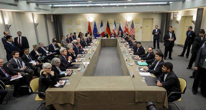 Autoridades do Irã e do P5+1 reunidas em Lausanne nesta segunda-feira (30) para discutir o programa nuclear de Teerã