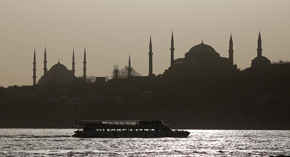 Istambul às escuras.