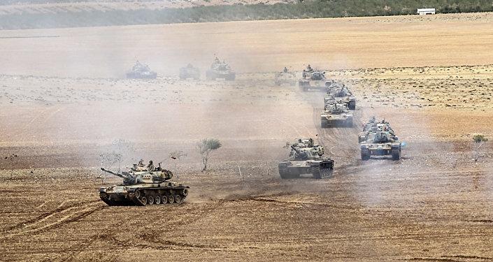Tanques do Exército da Turquia perto da fronteira com a Síria (arquivo)