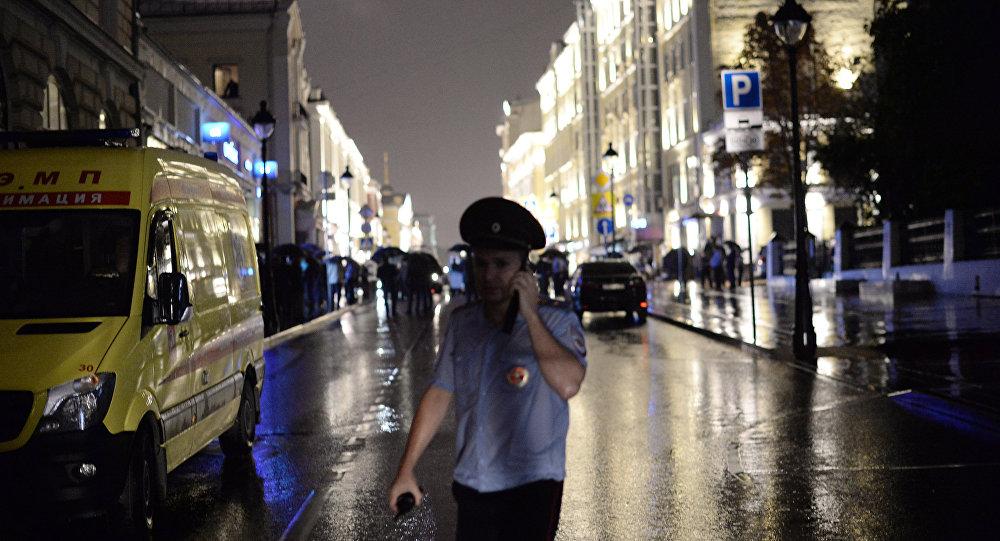 Polícia cerca área ao redor da agência do Citibank na Bolshaya Nikitskaya, em Moscou