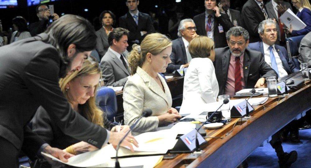 Senadores se articulam para julgamento do impeachment de Dilma Rousseff