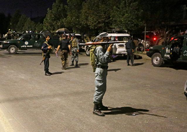 Forças de segurança do Afeganistão fazem cerco aoo campus da Universidade Americana na capital Cabul