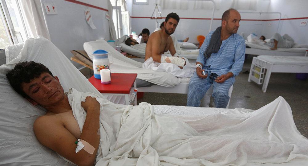 Sobrevivente do ataque à Universidade Americana em Cabul recebe tratamento médico