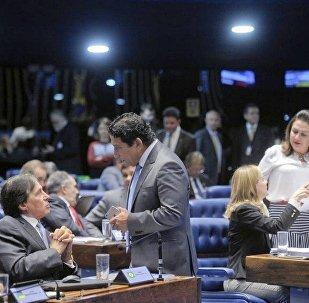 Senadores articulam estratégias durante o julgamento de Dilma Rousseff no Plenário