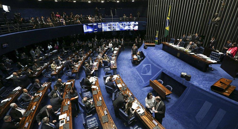 Senado Castro Neves