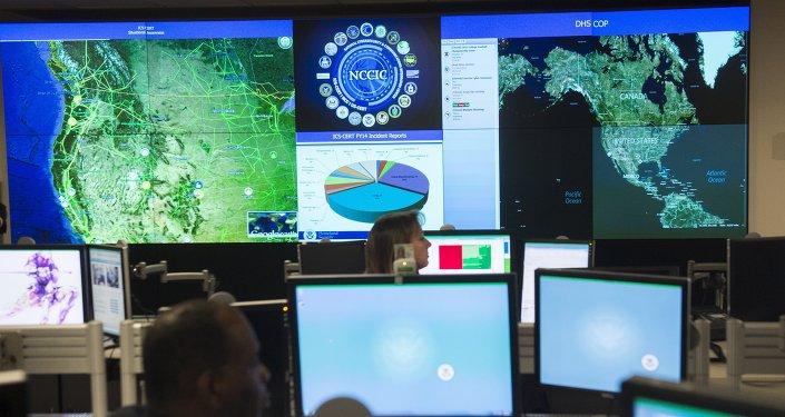 Funcionários do Centro de Cibersegurança Nacional em Arlington (EUA), 13 de janeiro, 2015