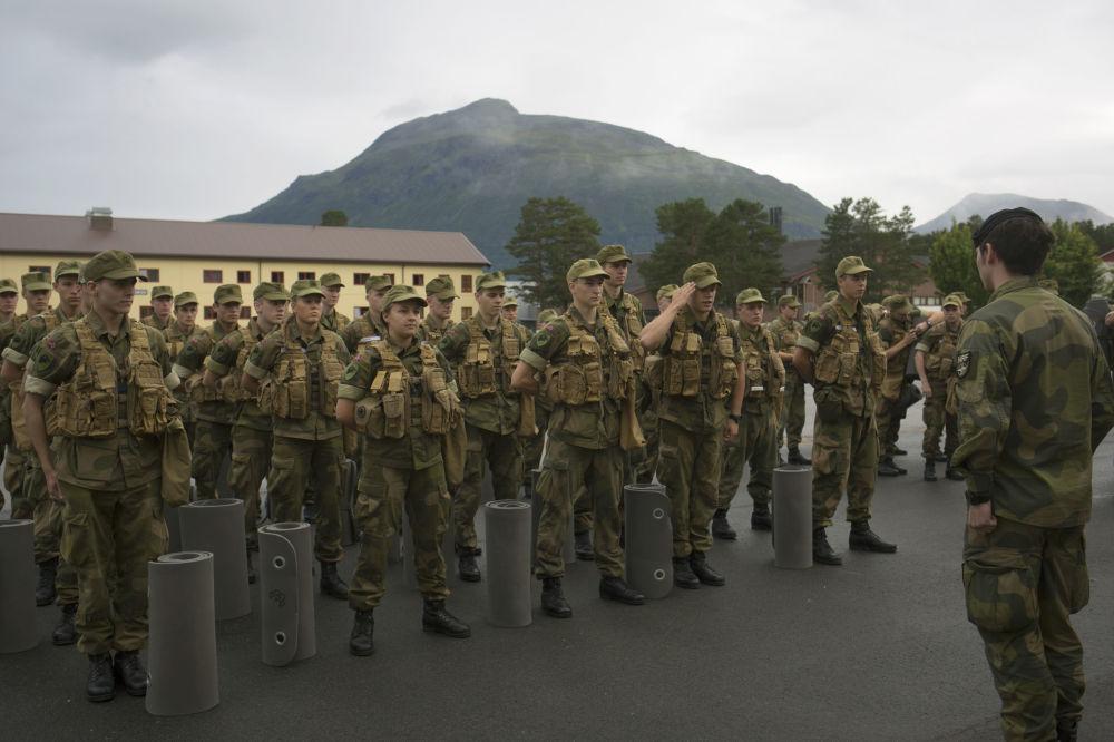 Força nórdica: primeiras mulheres se tornam soldados na Noruega