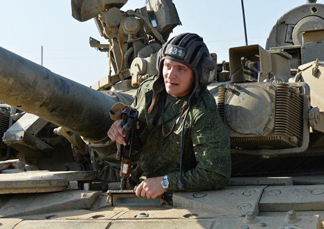 Militar russo durante ispeção da tropas no distrito militar do sul da Rússia