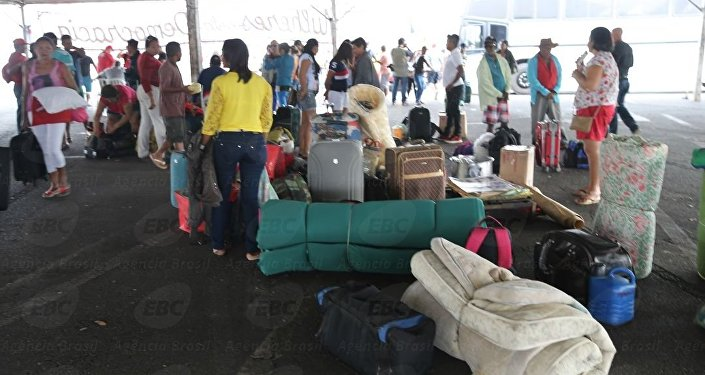 Integrantes da CUT e da Frente Brasil Popular montam acampamento no estacionamento do ginásio Nilson Nelson, em Brasília, para acompanhar o julgamento final do processo do impeachment no Senado