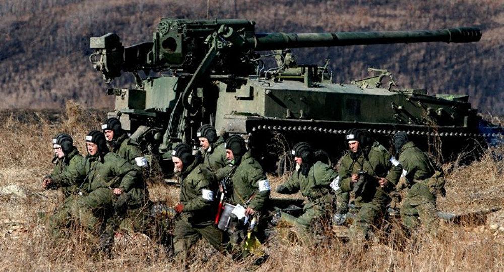 Soldados russos durante os exercícios miltiares