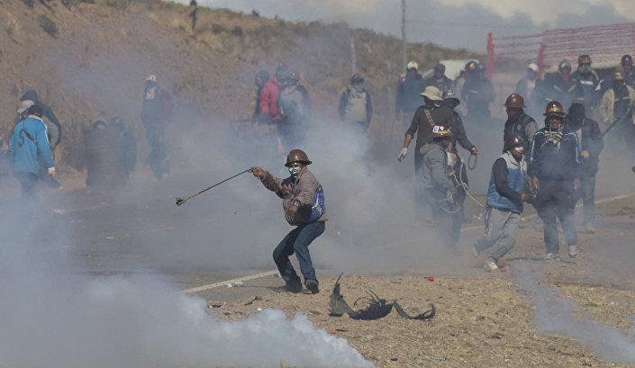 Esta foto de 25 de agosto mostra mineradores bolivianos durante protestos em Panduro
