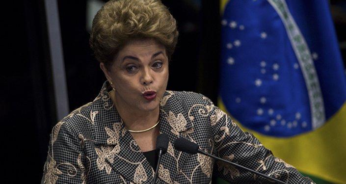 Dilma faz discurso durante defesa no Senado