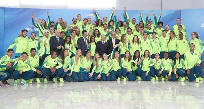 O presidente em Exercício Michel Temer, recebe os atletas olímpicos no palacio do planalto
