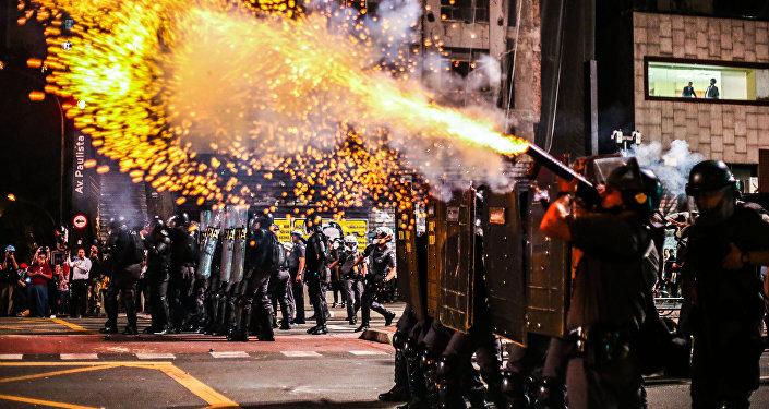 Manifestação contra Temer é reprimida pela PM na Avenida Paulista - São Paulo, 29/08/16