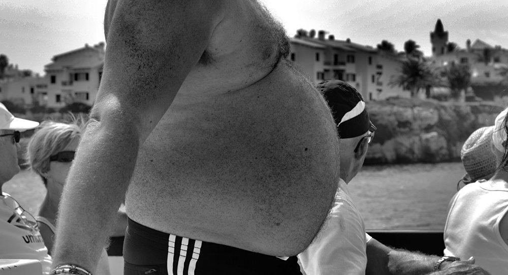 Um homem gordo