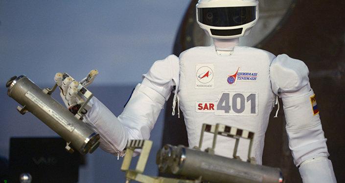 Robô-cosmonauta antropomórfico no Centro de preparação de cosmonautas, Rússia (foto de arquivo)
