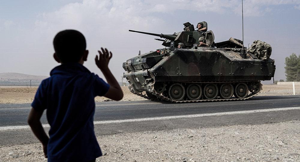 O exército turco na fronteira com a Síria