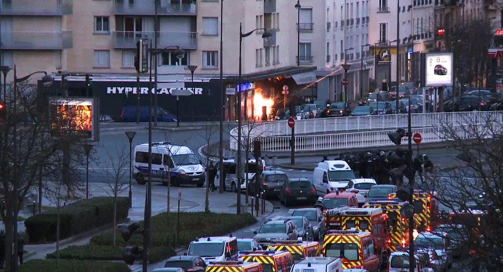 Explosão no mercado kosher onde o terrorista Amedy Coulibaly fez 20 reféns e matou quatro, em 9 de janeiro