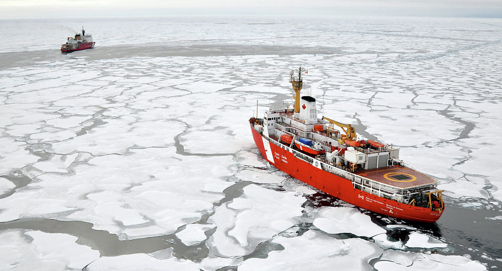 Oceano Ártico, próximo à costa do Canadá